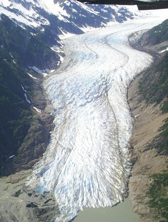 Glacier Flight Seeing and Chilkat Eagle Preserve Raft Trip